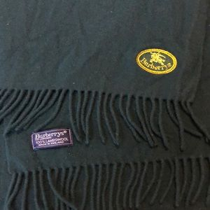 Burberrys Authentic Green Wool Scarf.